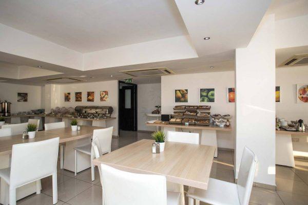 Les Palmiers beach hotel larnaca restaurant
