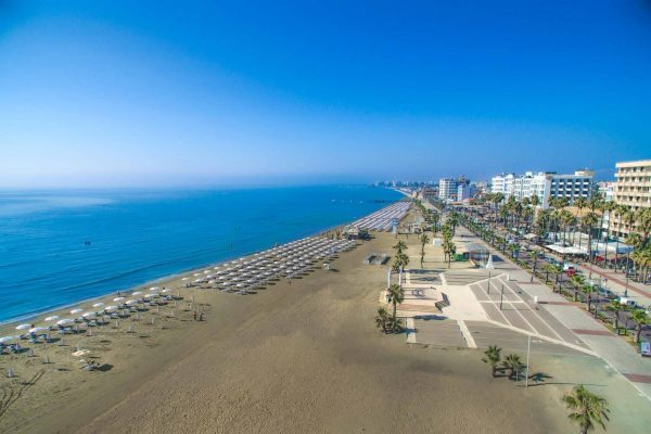 Finikoudes beach in Larnaca with Les Palmiers hotel building