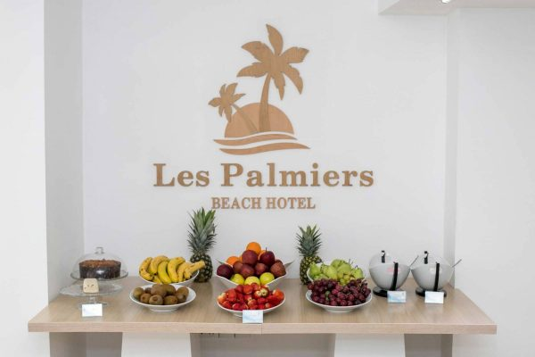 Les Palmiers beach hotel fruit table